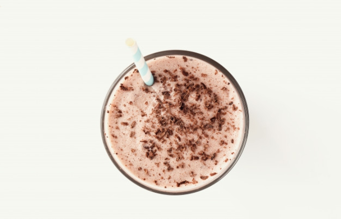Milk with cocoa and toast
