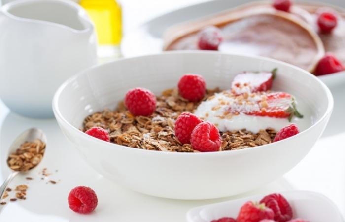 Yogurt with fruit and oatmeal