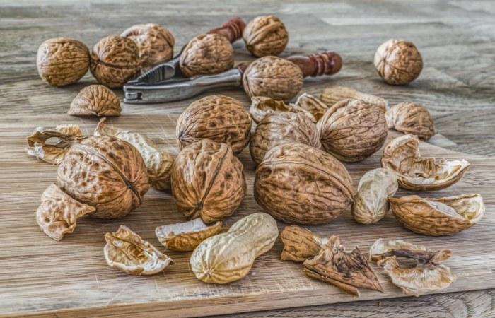 Foods rich in Vitamin E like walnuts